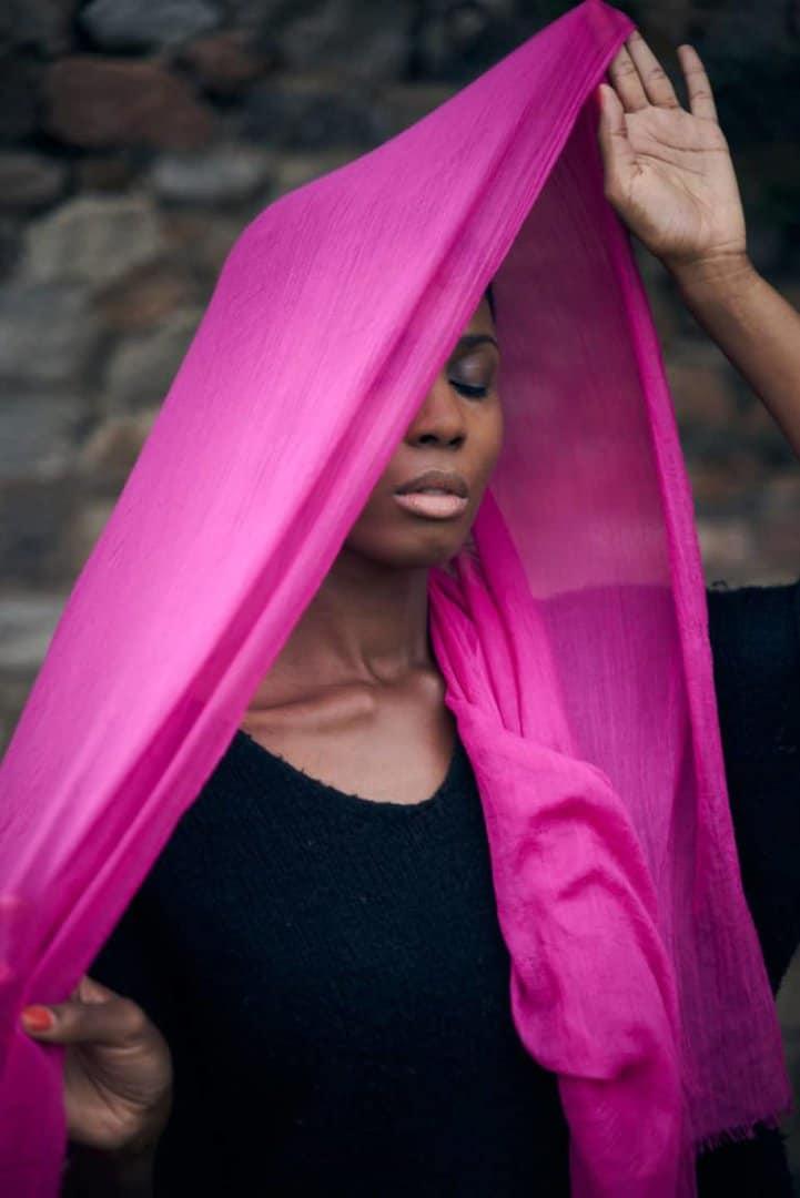 portrait femme noire voilée