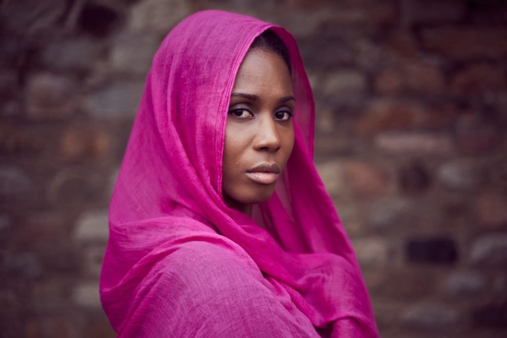 voile rose femme portrait sathonay