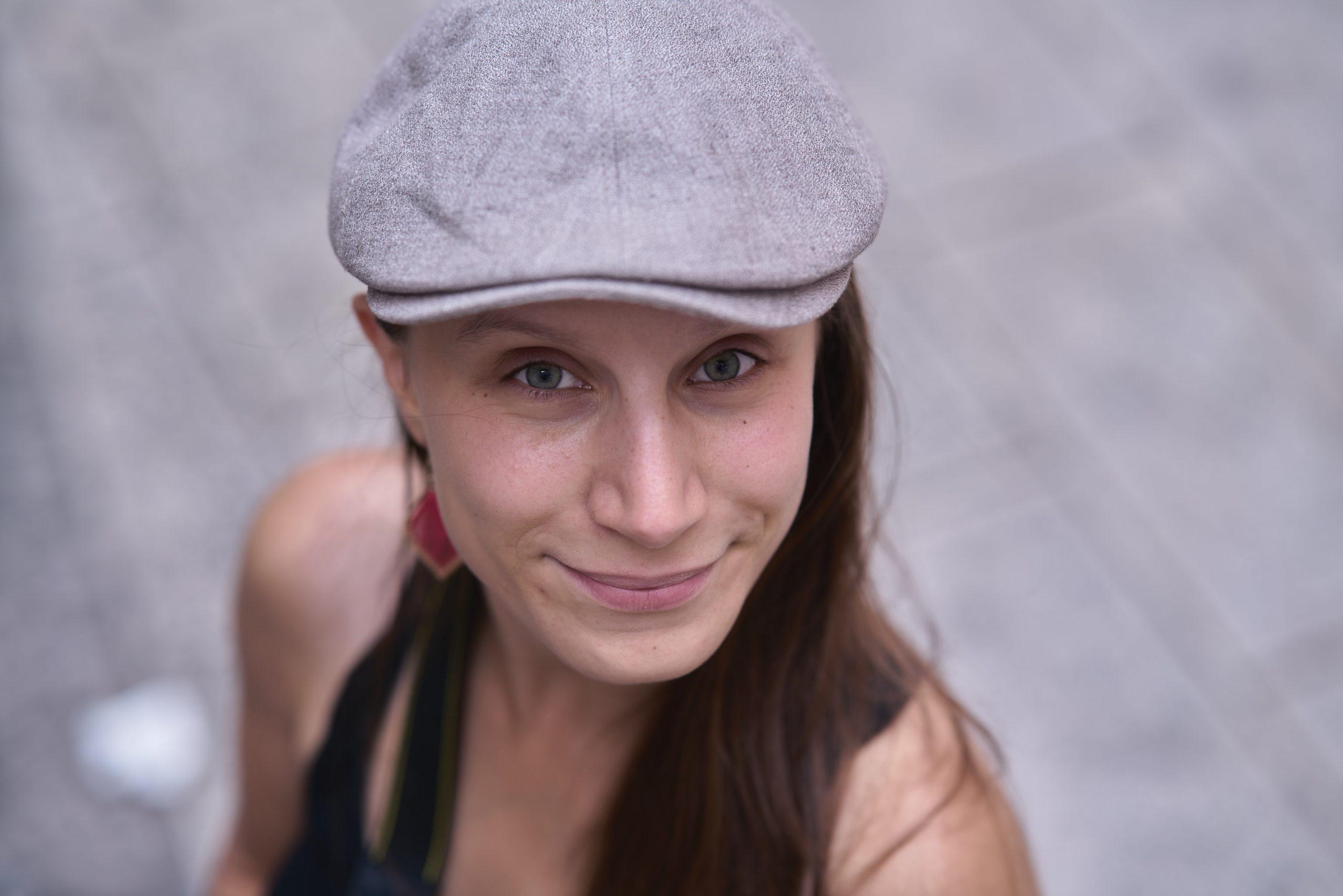 Portrait gris très belle femme