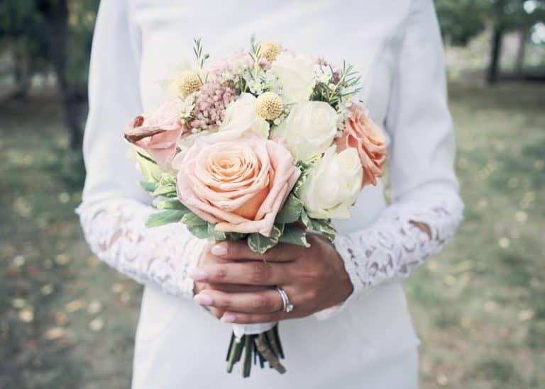 photographe mariage mâcon bouquet