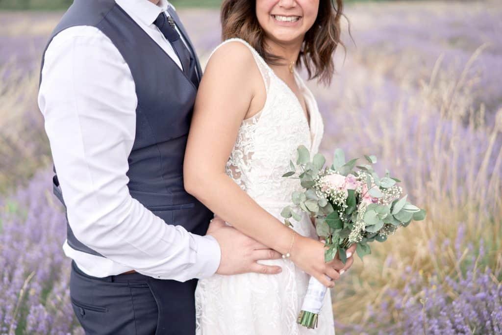 mariage uzes champ de lavande couple