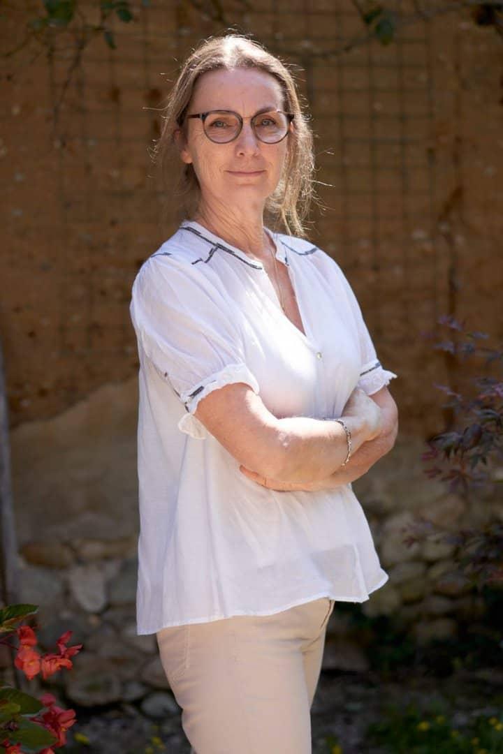 femme cinquante ans pose photos d'entreprise