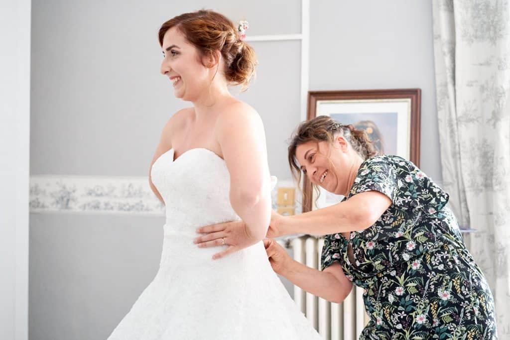 mariée habillée par sa maman château joyeuse