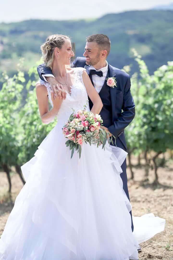 couple dans les vignes mariage