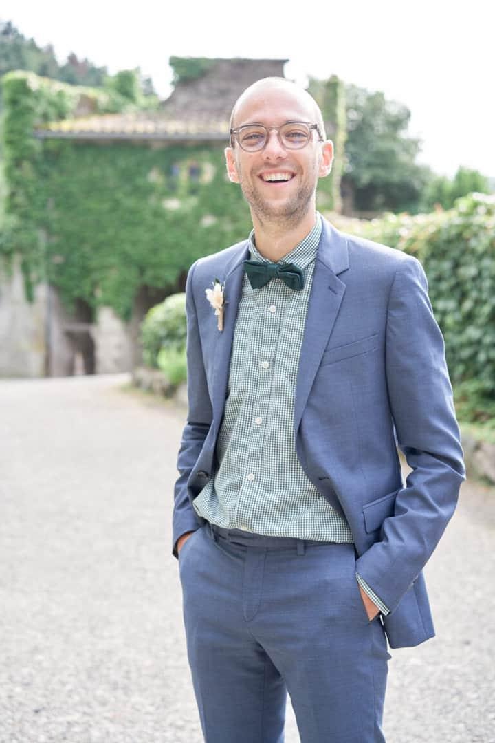 costume marié marié qui sourit charfetain