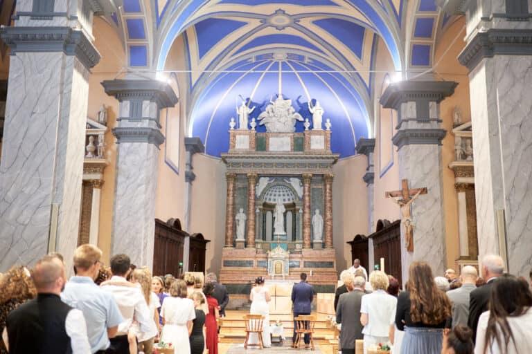 église proche d'annecy joli intérieur mariage