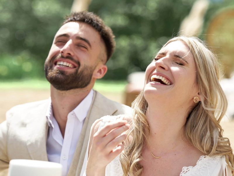 couple lauphing wedding photography provence