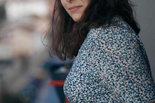 portrait femme balcon