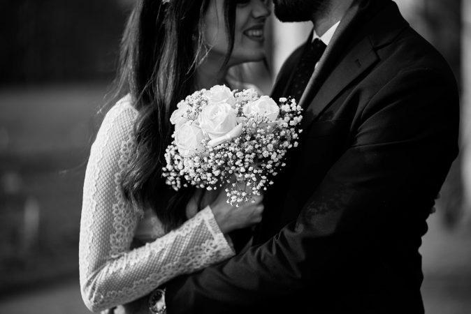 photographe mariage mâcon bouquet noir et blanc